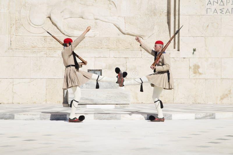 Bevaka framme av den grekiska parlamentet, Maj 17 2014 _ royaltyfria foton