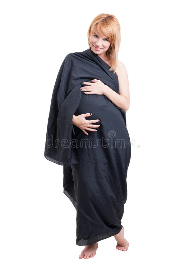 Bevallige zwangere vrouw die lange zwarte sluier dragen als kleding royalty-vrije stock fotografie