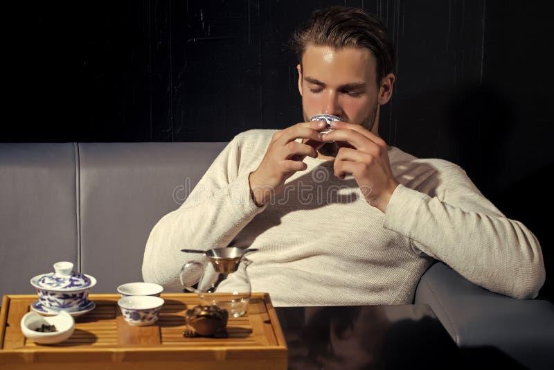 Bevanda, alimento, cucina Concetto del tè di miscela Ricevimento pomeridiano, cerimonia, tempo Il rilassamento, salotto, si rilas fotografia stock