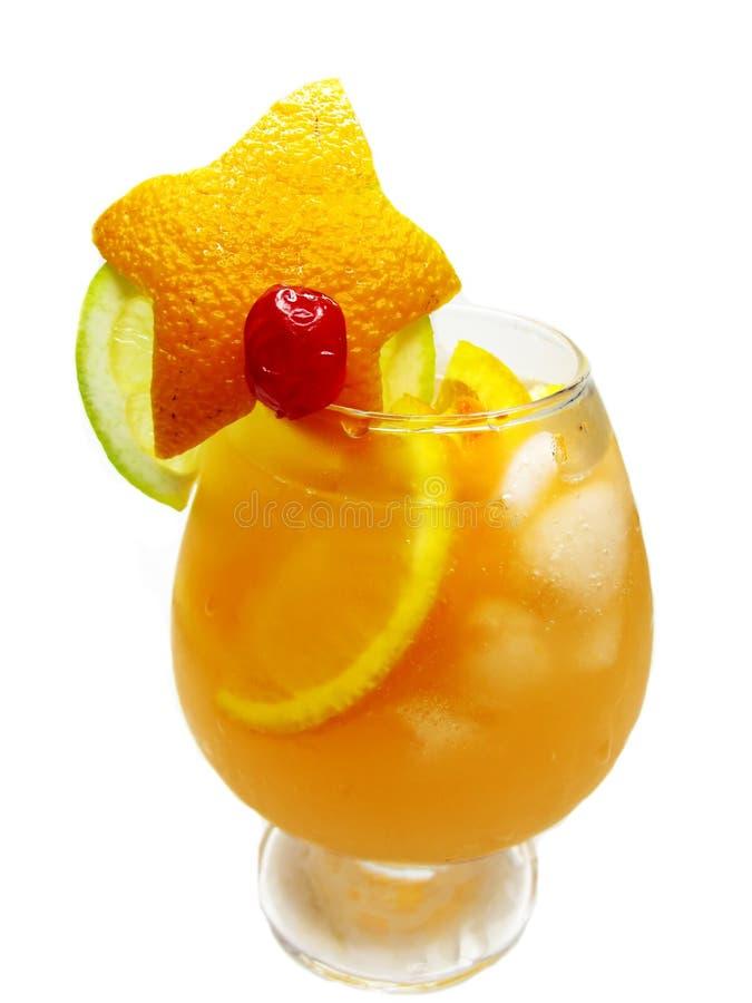 Bevanda arancione del cocktail del punzone della frutta con ghiaccio immagini stock libere da diritti