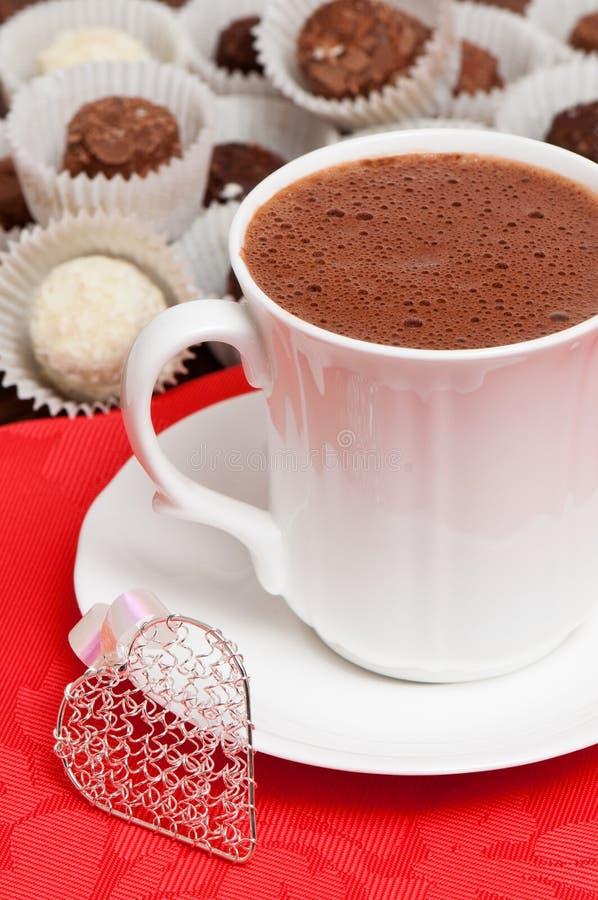 Bevanda del biglietto di S. Valentino del cioccolato caldo fotografia stock