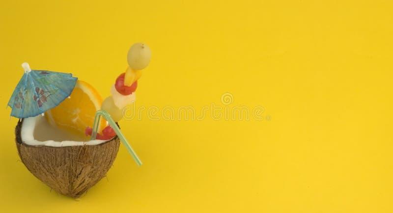 Bevanda della noce di cocco - annoti il vostro testo fotografie stock libere da diritti