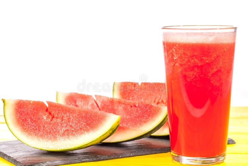 Bevanda di frutta di rinfresco di estate Frullato passato di schiacciamento dell'anguria fotografia stock libera da diritti