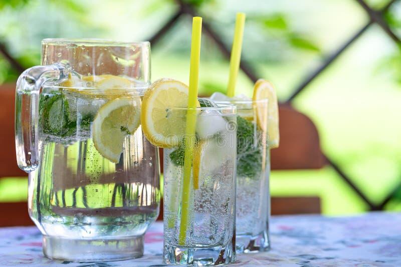 Bevanda fresca nel giardino fotografia stock