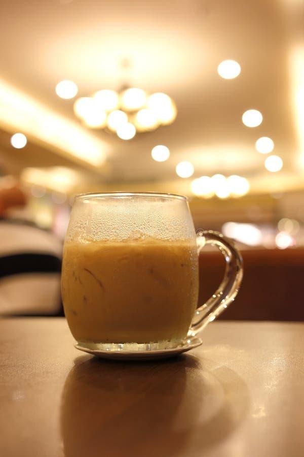 Bevanda ghiacciata del caffè in caffè immagine stock