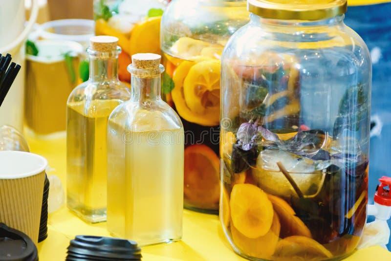 Bevanda medicinale fatta dai frutti fotografie stock libere da diritti
