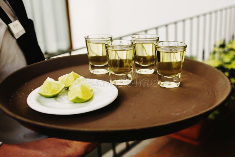 Bevanda messicana dei colpi di tequila a Messico City fotografie stock libere da diritti