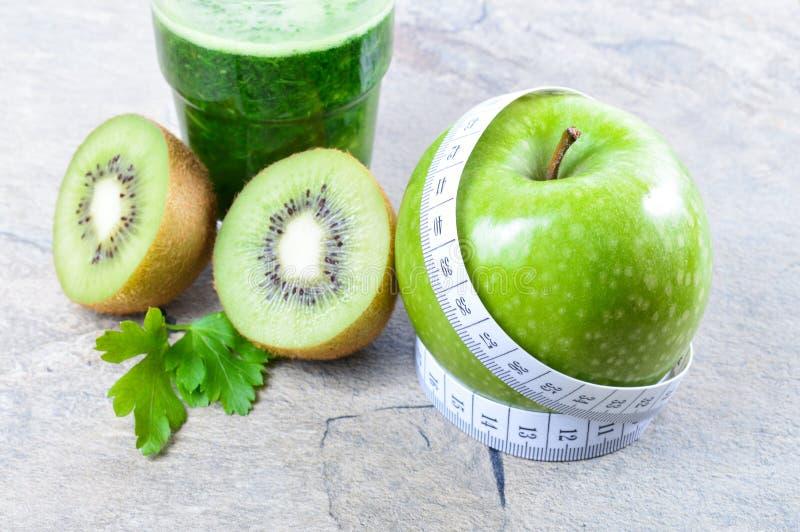 Bevanda sana Smoothie verde Dieta e disintossicazione immagini stock libere da diritti