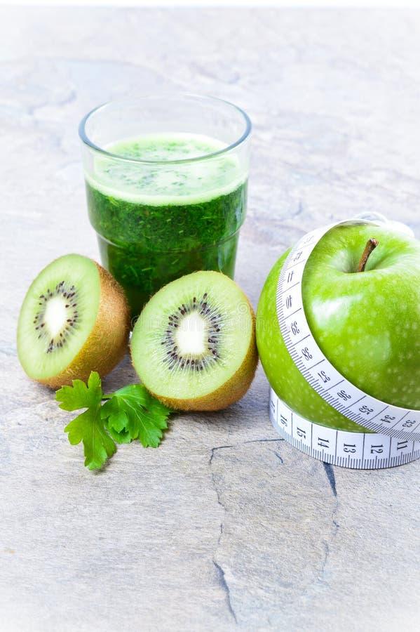 Bevanda sana Smoothie verde Dieta e disintossicazione fotografie stock