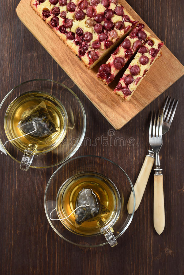 Bevanda sana Tè verde del oolong in tazze di vetro con la b casalinga immagine stock libera da diritti