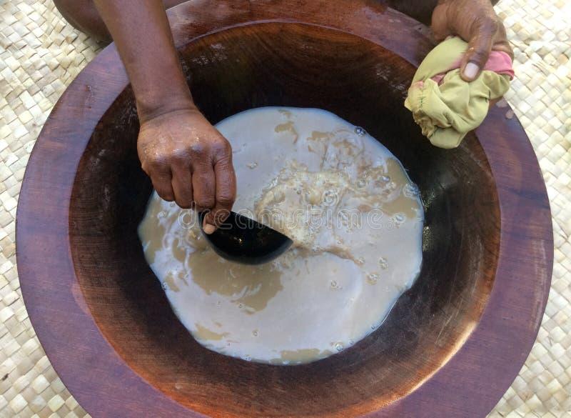 Bevanda tradizionale di kava-kava la bevanda nazionale delle Figi immagine stock
