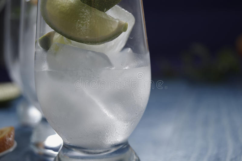 Bevande di rinfresco con ghiaccio fotografia stock libera da diritti