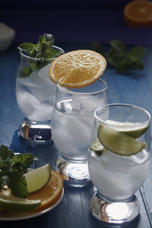 Bevande di rinfresco con ghiaccio immagine stock