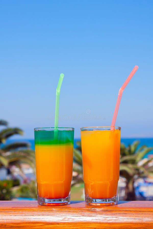 Bevande su una spiaggia fotografia stock libera da diritti