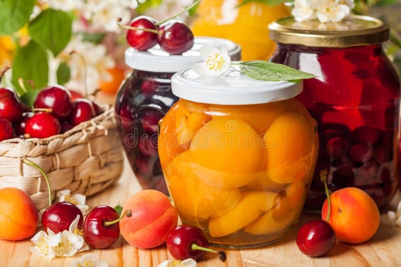 Bevarade frukt och bär royaltyfria foton