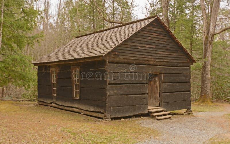 Bevarat en-rum skolahus i vildmarken royaltyfri fotografi