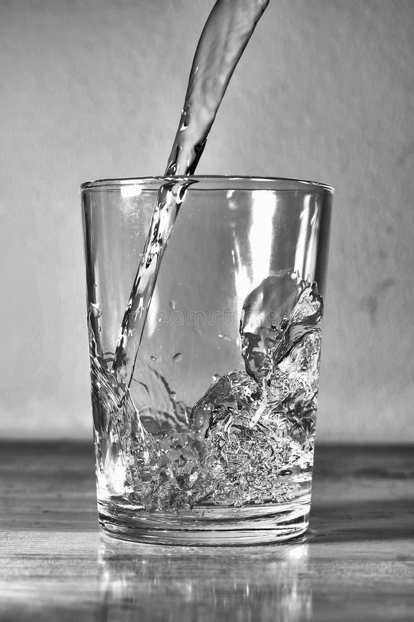 Bevattna i exponeringsglas arkivfoto