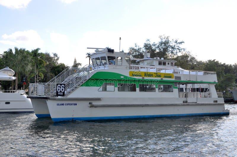 Bevattna taxar på den nya floden, Fort Lauderdale, Florida fotografering för bildbyråer