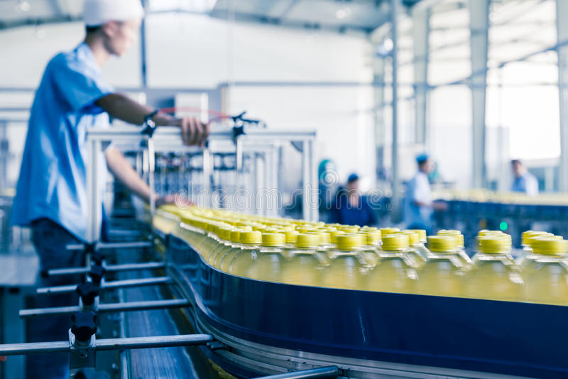 Beve l'impianto di produzione in Cina fotografie stock