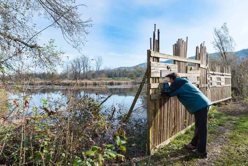 Beveiligingsbarrière voor vogelobservatie, Brabbia-moeras, provincie van Varese, Italië royalty-vrije stock foto's