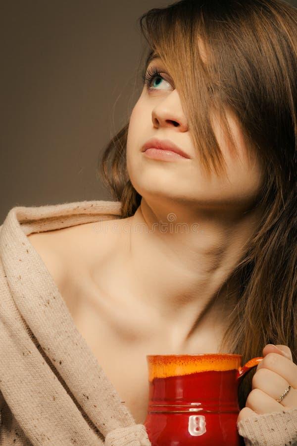 beverly Flickainnehavkoppen rånar av varmt drinkte eller kaffe arkivfoto