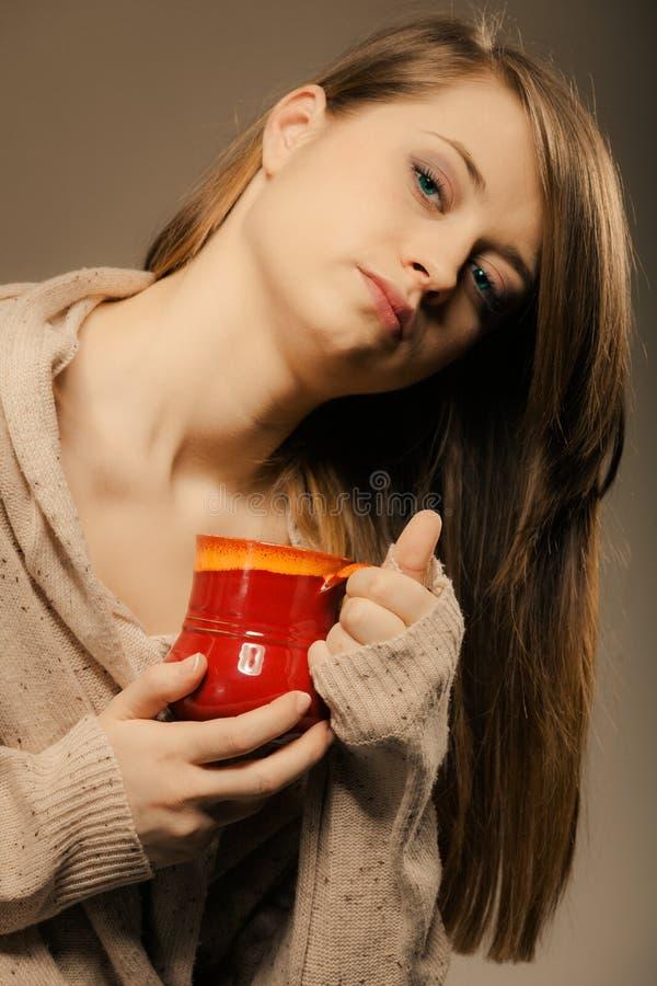 beverly Flickainnehavkoppen rånar av varmt drinkte eller kaffe royaltyfri foto