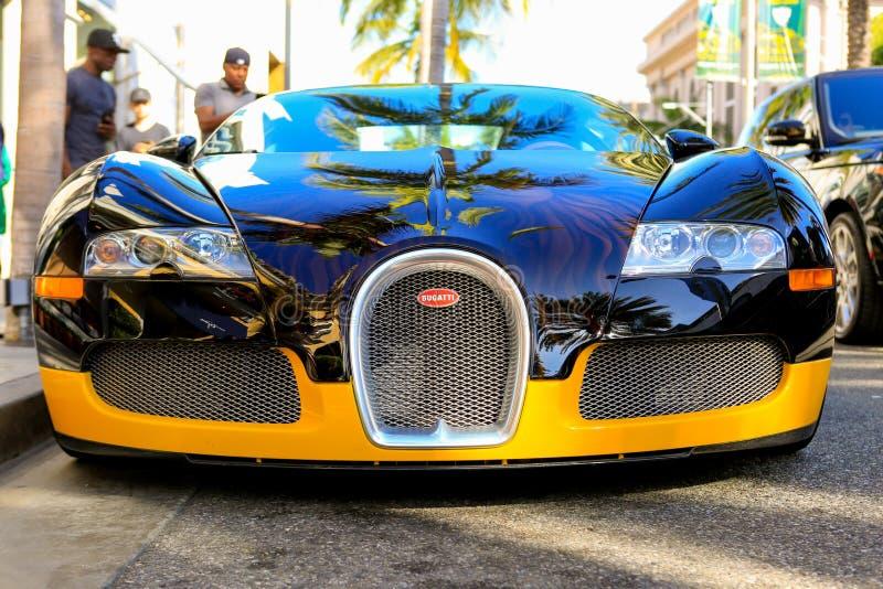 BEVERLY HILLS CA, CZERWIEC, - 10, 2017: Bijan ` s zwyczaj Bugatti obrazy royalty free