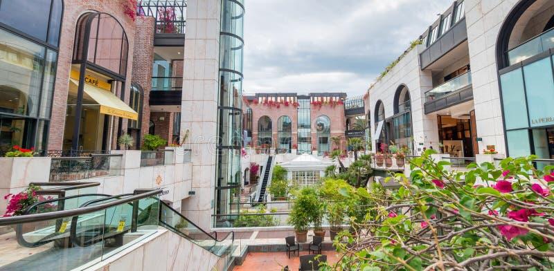 BEVERLY HILLS CA - rodeosamlingsgalleria Beverly Hills är en fa royaltyfri fotografi