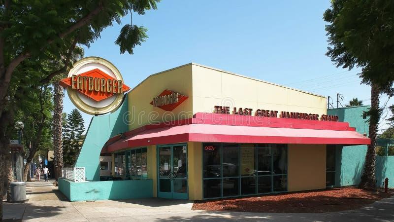 BEVERLY HILLS CA, USA - AUGUSTI 25 2015: yttersidan av fatburgerrestaurangen i Los Angeles, Kalifornien royaltyfria bilder