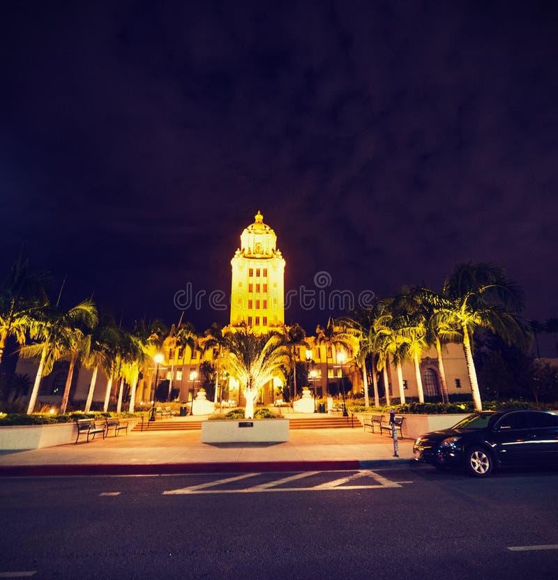 Beverly Hills City Hall på natten royaltyfri bild