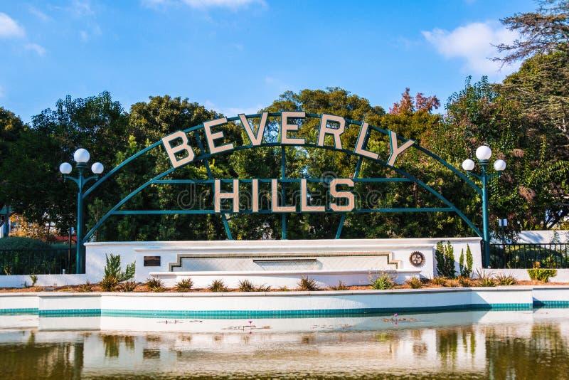 Beverly Hills Sign e lagoa fotos de stock