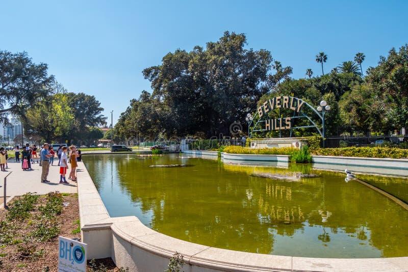 Beverly Hills tecken p? Santa Monica Blvd - KALIFORNIEN, USA - MARS 18, 2019 royaltyfri bild