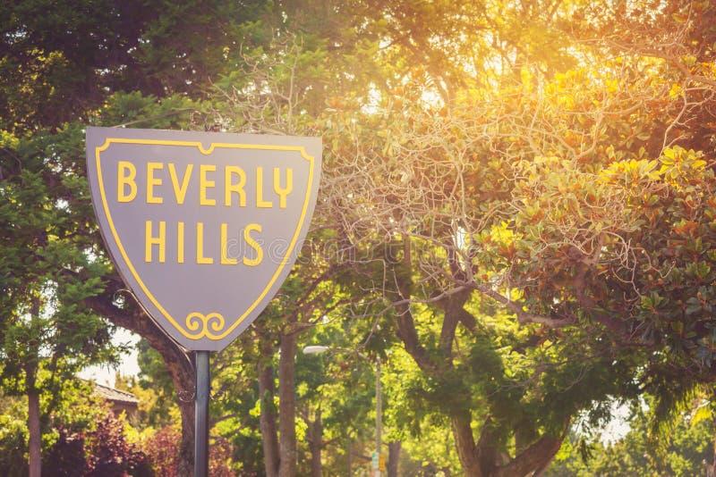 Beverly Hills undertecknar in ett solnedgångljus arkivfoton
