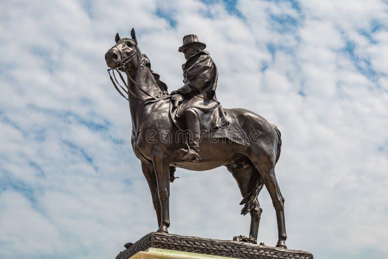 beviljar svarta dollar femtio för sedeln isolerad bildstående s ulysses oss white Grant Memorial Statue i Washington, DC royaltyfria bilder