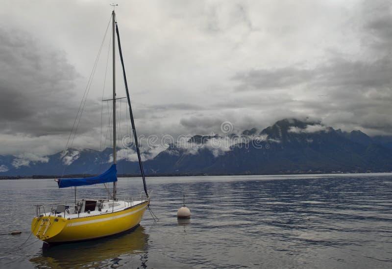 Bevindend alleen jacht, meer Genève, Montreux, Switz stock afbeeldingen