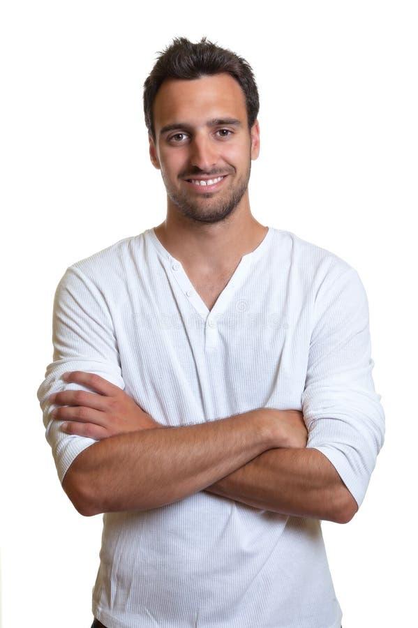 Bevindende Latijnse mens in een wit overhemd stock afbeelding