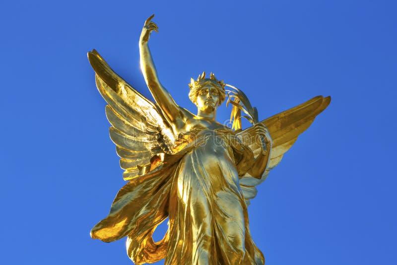 Bevingade Victory Victoria Memorial Buckingham Palace London England arkivfoton