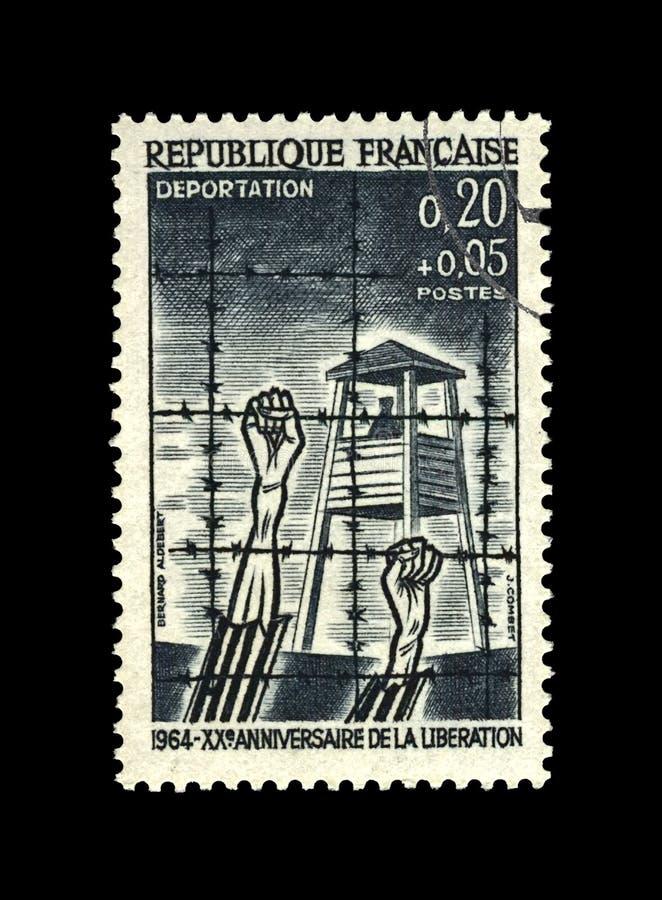Bevrijding van concentratiekamp, slachtoffer menselijke handen onder prikkeldraadkabel, 20ste verjaardag, Frankrijk, circa 1964 stock afbeelding