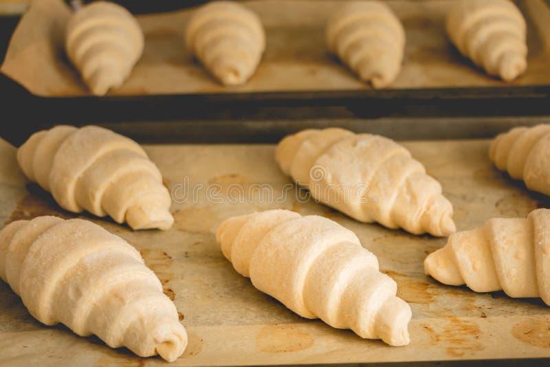 Bevroren croissants bij het koken van document royalty-vrije stock foto's