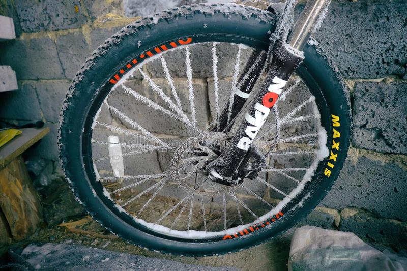 bevroren fietswiel stock afbeeldingen