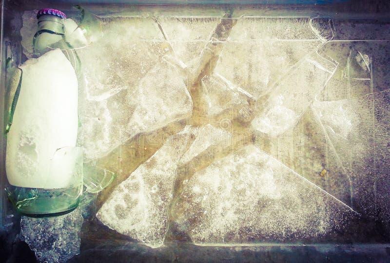bevroren fles gekregen gebroken stock foto