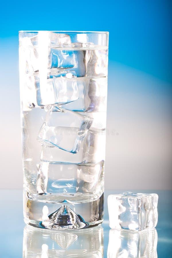 Bevroren glas koel water royalty-vrije stock afbeeldingen