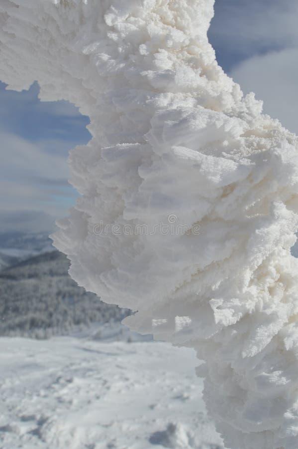 Bevroren koord bovenop de berg stock foto
