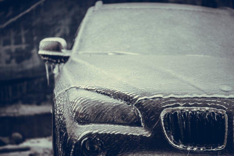 Bevroren koplamp van een auto stock afbeeldingen