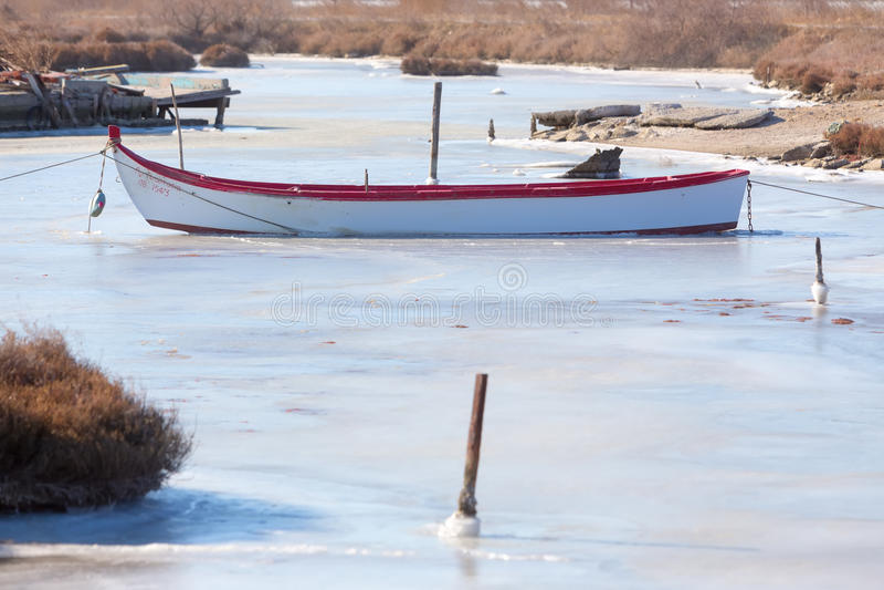Bevroren lagune in noordelijk Griekenland stock foto