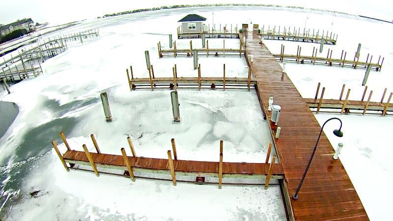 Bevroren meer Michigan dichtbij de jachthaven van de petoskeywaterkant stock foto