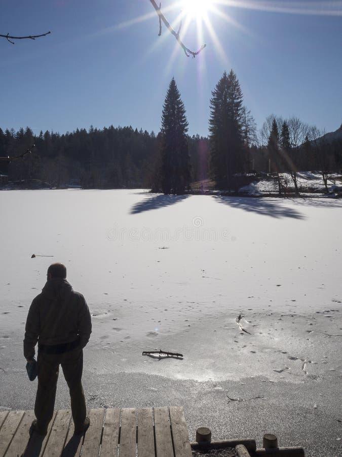 Bevroren meer in trentino stock foto