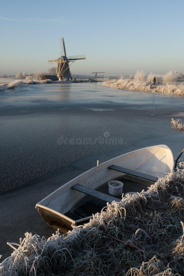 Bevroren Nederlandse rivier stock foto's