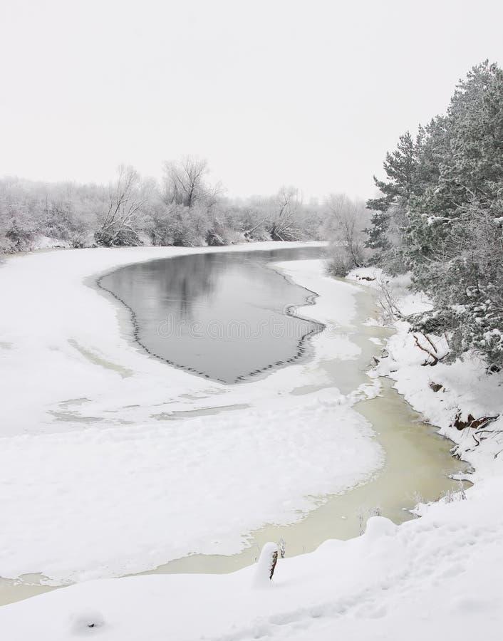 Bevroren rivier stock foto's