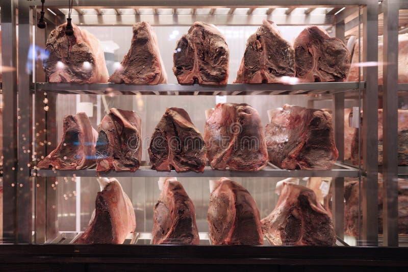 Bevroren stukken van vlees in de diepvriezer royalty-vrije stock fotografie